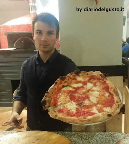 Foto La Vera Napoli 2 Pizza Margherita