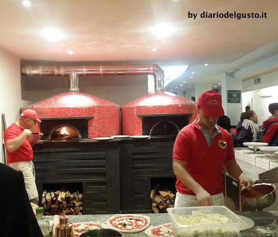 Foto La Vera Napoli 2 Preparazione pizze